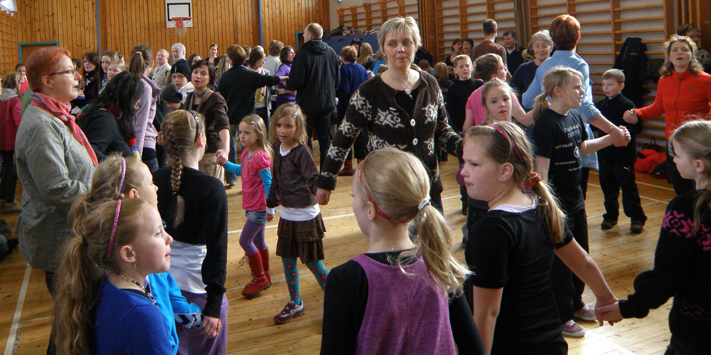 ​  Children dancing the traditional Faroese kvæði  ​